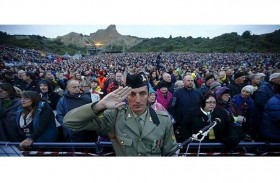 الآلاف يحيون ذكرى (يوم أنزاك)