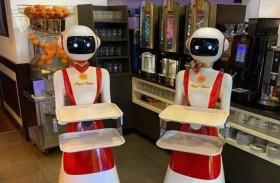 مطعم يوظف روبوتات لتقديم المشروبات