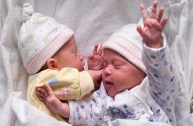 مخاطر إنجاب التوائم  على الأم والأطفال