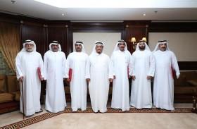 ضاحي خلفان يسلم براءات جائزة دبي التقديرية لخدمة المجتمع لأصحابها