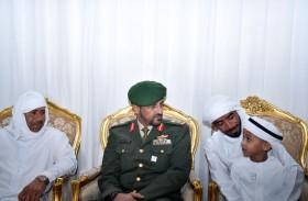 قائد القوات البرية يقدم واجب العزاء في شهيد الوطن طارق البلوشي