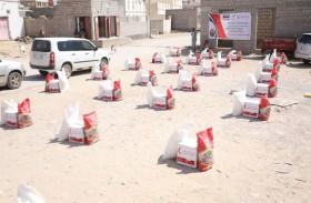 الإمارات تواصل تسيير القوافل الغذائية إلى أهالي حضرموت