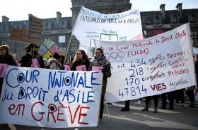 فرنسا تقدم مشروع قانون الهجرة وسط انقسامات