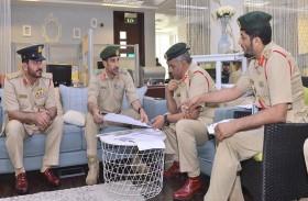 قائد عام شرطة دبي يتفقد سير العمل في الإدارة العامة لإسعاد المجتمع