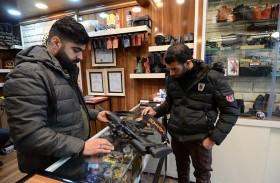 سكان الموصل يشترون السلاح دفاعا عن النفس