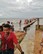 أشخاص تم إجلاؤهم في بويرتو ليمبيرا ، هندوراس، قبل وصول إعصار إيوتا.   ا ف ب