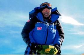 يتسلق جبل إيفرست للمرة 22