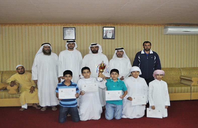 ابن هويدن يكرم فريق نادي الذيد الثقافي لفوزه بالمركزالأول في مسابقة مجلس الشارقة الرياضي