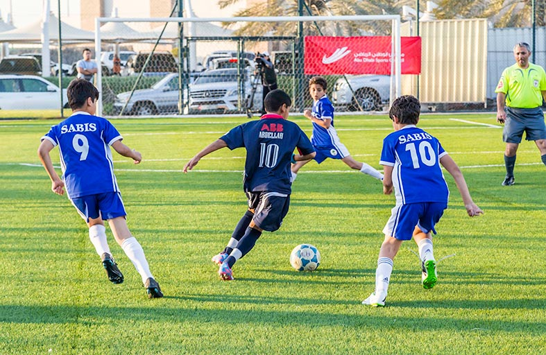 فريق نادي أبوظبي الرياضي تحت 12 سنة يتصدر مجموعته بطولة كأس زايد بن هزاع