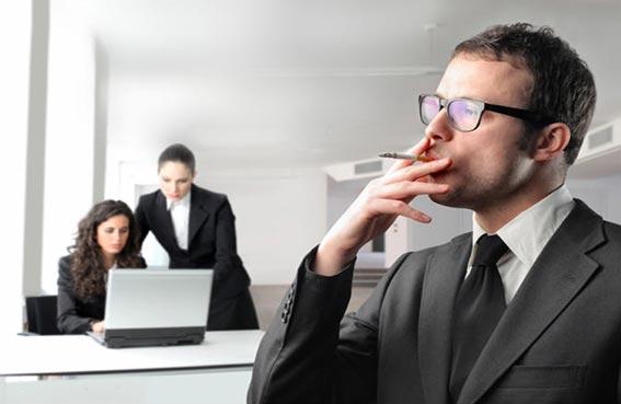 المدخنون أقل حظا في العثور على عمل