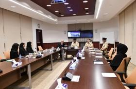 دائرة السياحة تَطلع على مهام الأدلة الجنائية في شرطة دبي