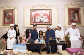 هزاع بن زايد يزور علي بن تميم في منزل العائلة بالسعديات