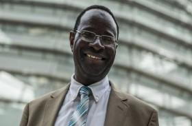 أول نائب أسود في ألمانيا بمواجهة العنصرية