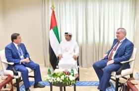 منصور بن زايد يستقبل رؤساء وفود روسيا وكازاخستان في معرض دبي للطيران
