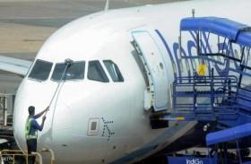 طائرة تتأخر عن موعد إقلاعها.. والسبب «غريب»