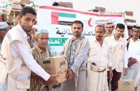 الهلال الأحمر الإماراتي يوزع مساعدات إغاثية عاجلة لأهالي منطقة عطفة عماقين في شبوة