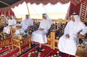 رئيس الدولة بصحبة محمد بن زايد والشيوخ في جولة لغابة محمية غناظة