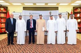 منصور بن زايد يشهد توقيع مذكرة تعاون بين «مدارس الإمارات» و«اتحاد الإمارات للمواي تاي والكيك بوكسينغ»