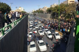 لماذا فشل الخبراء الديمقراطيون بتوقع التظاهرات الإيرانية؟