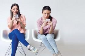 خبراء: الإدمان على الهاتف يدفع إلى العزلة عن المجتمع
