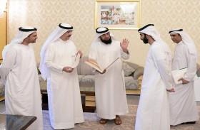 حاكم أم القيوين يوجة دائرة السياحة والآثار بإحياء المنطقة التاريخية في الإمارة