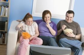 مشاهدة التلفزيون بكثرة تسبب البدانة