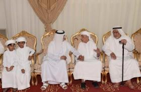 نهيان بن مبارك يقدم واجب العزاء لذوي الشهيدين سيف الطنيجي وعلي الضنحاني