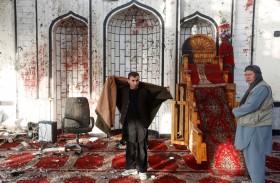 رائحة الموت تفوح في مسجد كابول بعد التفجير