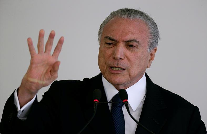 الرئيس البرازيلي يعد بوقف التصويت على قانون يعرقل «بتروبراس»