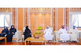 حاكم عجمان يطلع على خطة واهداف واستراتيجية وزارة تنمية المجتمع
