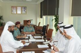 """وفد من """"حديد الإمارات"""" يطلع على تجربة الداخلية في نظام المقترحات الابتكارية"""