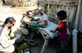 الفرق الطبية التابعة للقوات المسلحة تقدم خدمات علاجية ميدانية لأهالي الساحل الغربي في اليمن
