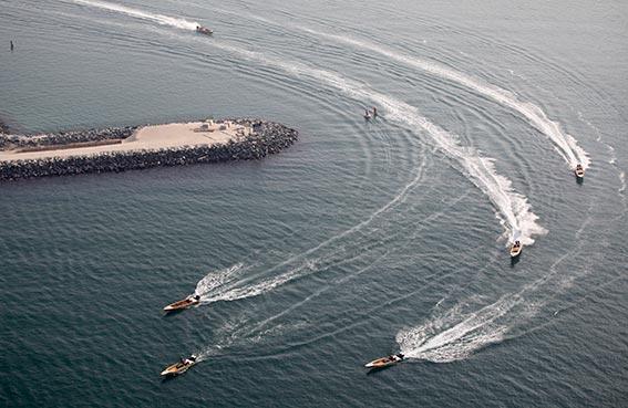 سباق دبي للقوارب الخشبية في الماء السياحي الجمعة