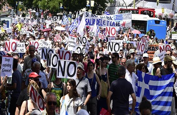 استفتاء اليونان يتصدر الصحف الأمريكية