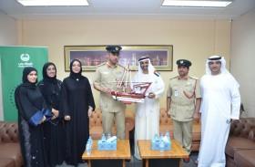 «الشيخ الأخضر» يطلع على برامج النزلاء في «عقابية دبي»