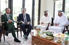 محمد بن راشد يستقبل رئيس مجلس إدارة شركة «لينكد إن»