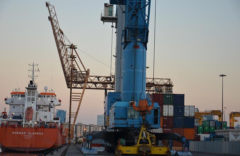 269.5 مليار درهم قيمة التجارة الخارجية غير النفطية للدولة في الربع الأول من العام الجاري