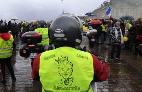 «السترات الصفراء» في فرنسا يسعى لاستعادة الزخم