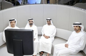 محمد بن راشد ومحمد بن زايد يزوران المسرعات الحكومية والمركز النموذجي للخدمات الحكومية
