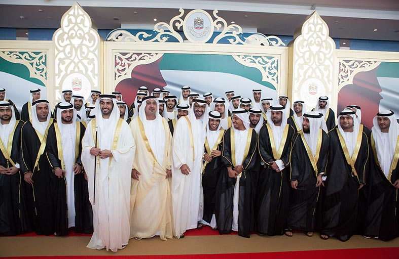 محمد بن راشد ومحمد بن زايد وملك البحرين ورئيس الوزراء المصري والحكام يشهدون حفل زفاف زايد بن سلطان بن خليفة