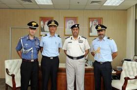 بحث تعزيز التعاون التدريبي بين شرطة أبوظبي والدرك الإيطالي