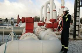 النفط بصدد التراجع بفعل تخمة المعروض