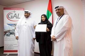 مطارات أبوظبي وجال لخدمات الملاحة الجوية تكرمان أول فتاة إماراتية مرخصة للعمل كمراقب جوي