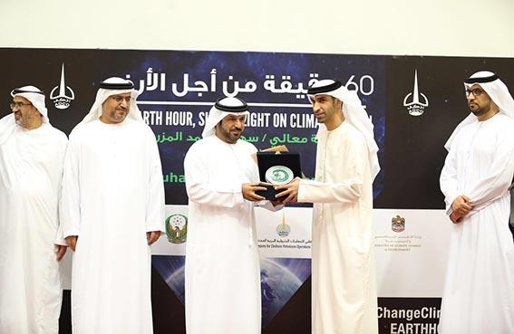 سعيد المقبالي يفوز بجائزة الشخصية البيئية
