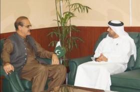 سفير الدولة يلتقي وزير الخدمات الصحية العامة الباكستاني