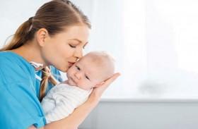 ما أسباب القيء المتكرر لدى الرضيع؟
