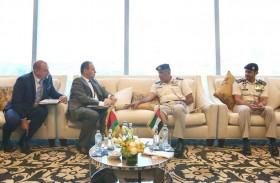 قائد عام شرطة أبوظبي يلتقي سفير بيلاروسيا