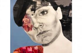 الزوار يشاركون الفنانة عملها المبدع في دراسة الروايات الشخصية