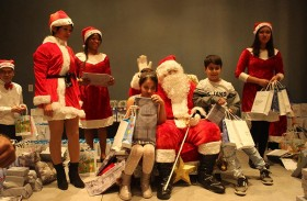 توزيع 400 هدية للأطفال بمناسبة إضاءة شجرة الميلاد