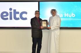 وفد من الحكومة الماليزية يطلع على أحدث ابتكارات مركز «ساحة الأفكار» في شركة الإمارات للاتصالات المتكاملة